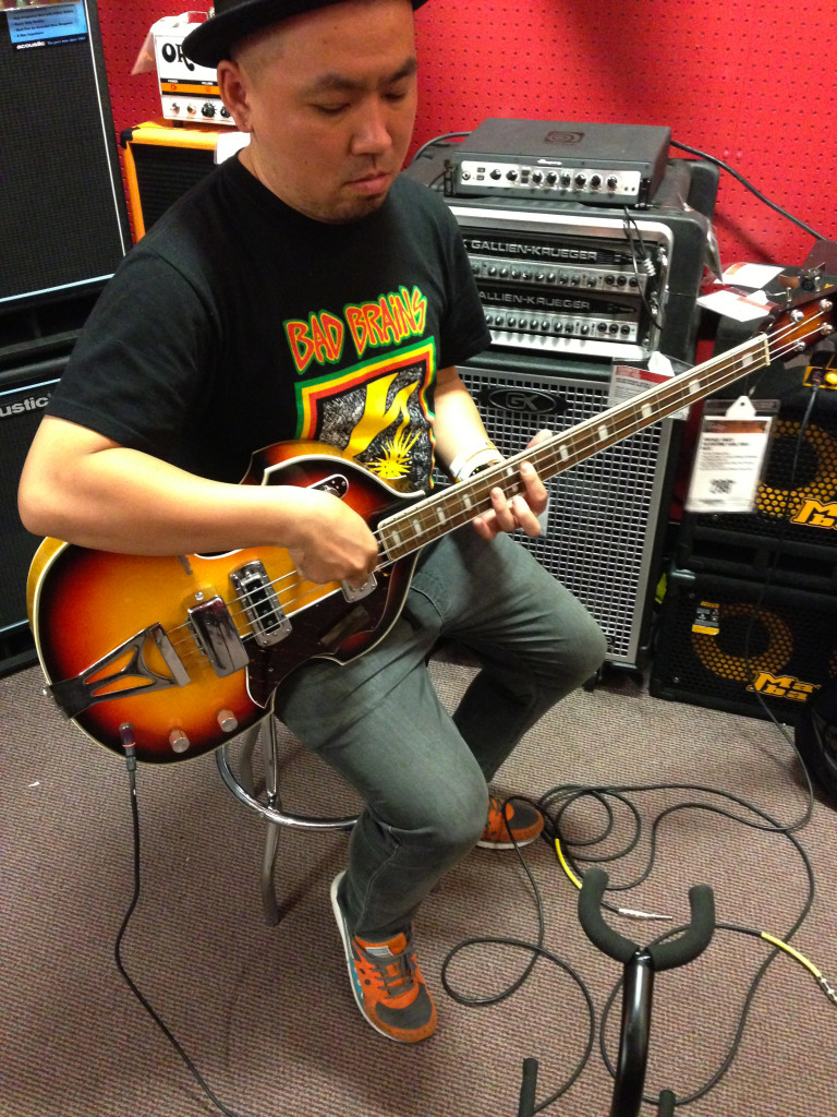 1020_At Guitar Center_01