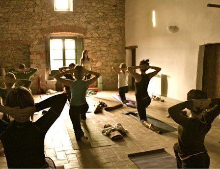 Clase de yoga en Can Piferrer