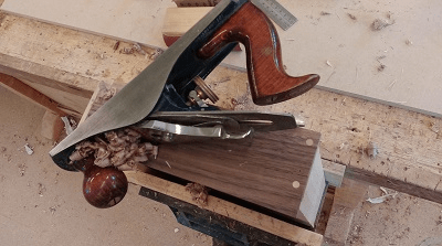 Love-your-things-workshop-hand-plane-woodworking-walnut-maple-400