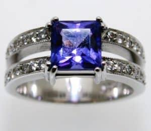 Tanzanite-&-diamond-ring-B2