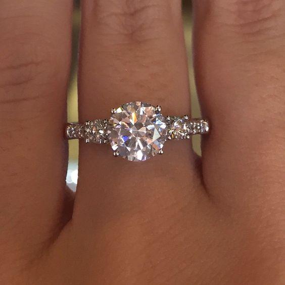 four prong diamond brilliant round setting