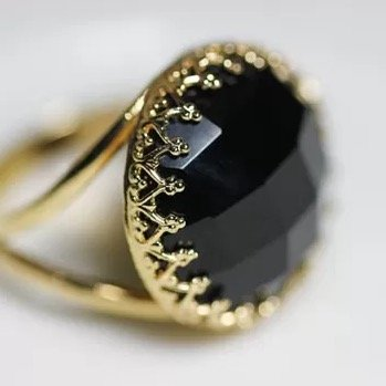 black-onyx-ring-with-gold