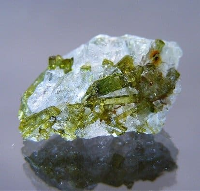 tourmaline-verdelite-on-quartz