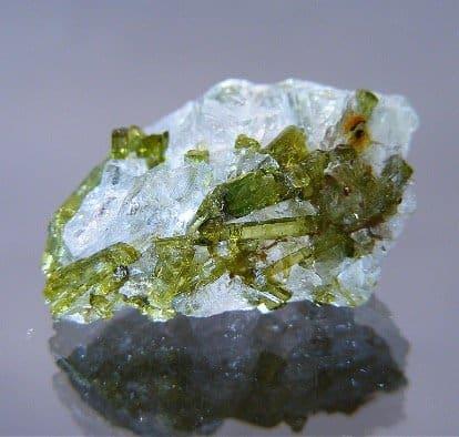 tourmaline-verdelite-on-quartz