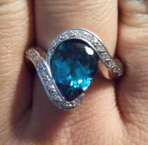ladys-platinum-indicolite-tourmaline-and-diamond-ring