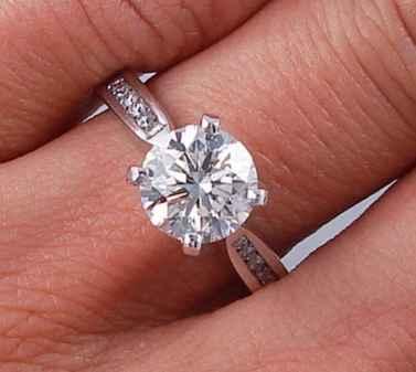 CTW ROUND BRILLIANT CUT DIAMOND ENGAGEMENT RING H VS2