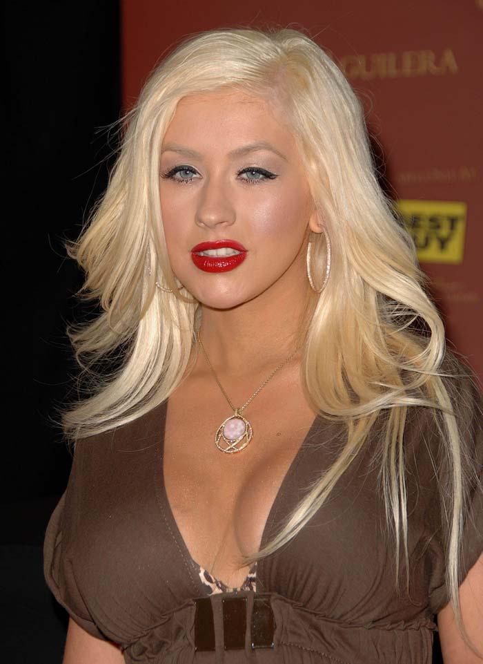 Christina Aguilera big Boobs « seeJulieBlog.com