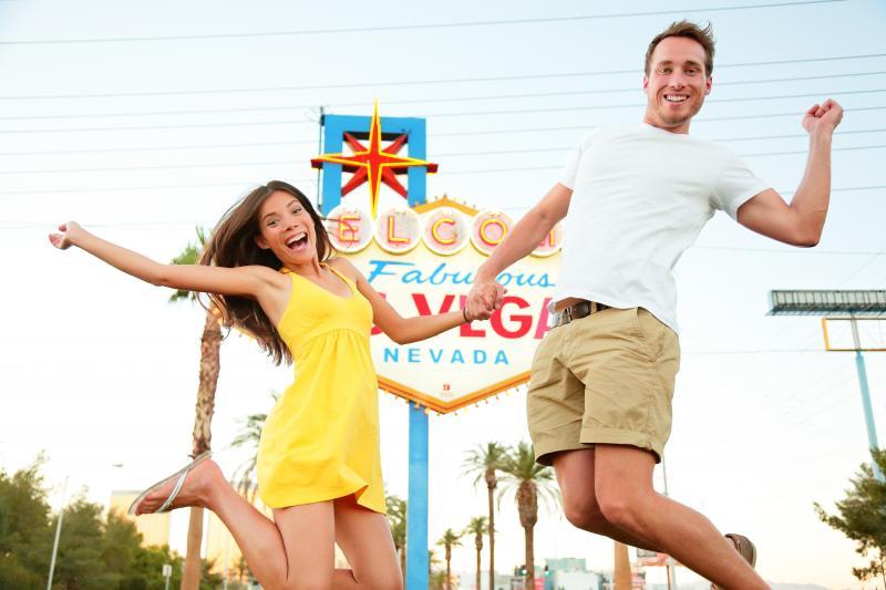 Heiraten in Las Vegas Von Elvis getraut  Loving Las Vegas