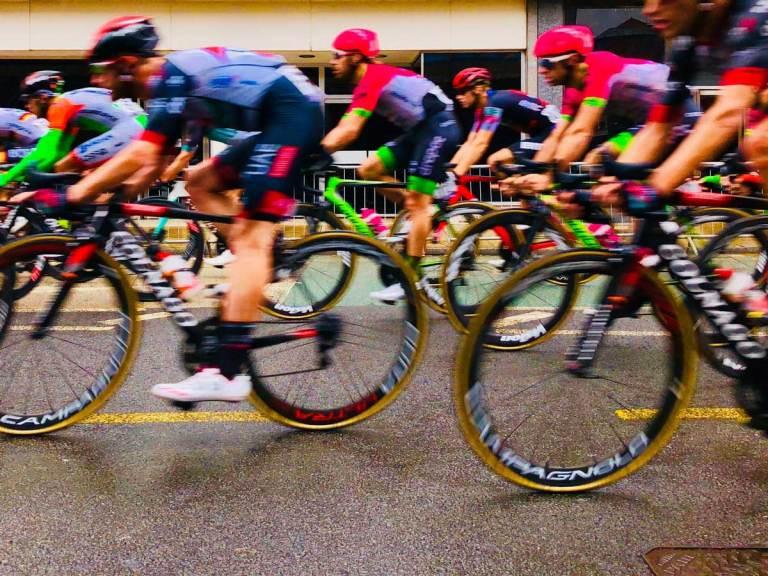 Course de vélo à toute vitesse