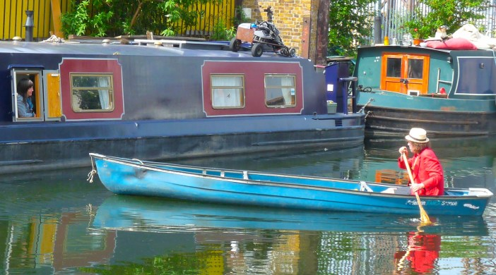 canal180613: encounter on Grand Union Canal E of Broadway Market Hackney Lon 180613 © david.altheer@gmail.com