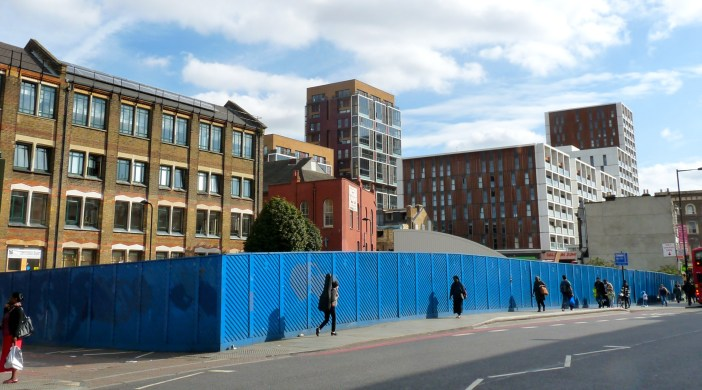 "Western Curve"" site Dalston London 260913 © david.altheer@gmail.com"