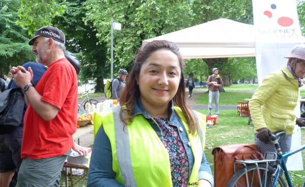 Hackney council neighbourhoods cllr Feryal Demirci at London Fields cyclists breakfast 180614 © david.altheer@gmail.com