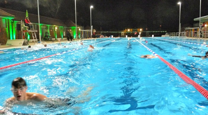 LidolightsC: London Fields Lido floodlights switch-on 111214 © david.altheer@gmail.com
