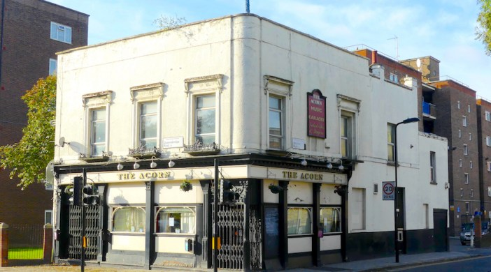 Acorn1016Q: pub Queensbridge and Whiston rds 281016 © DavidAltheer [at] gmail.com