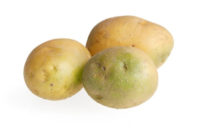 is is safe to eat green potatoes