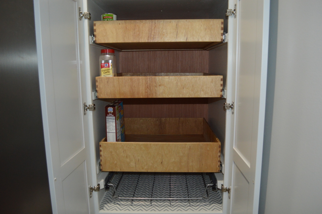DIwYatt: Building Pull Out Pantry Drawers
