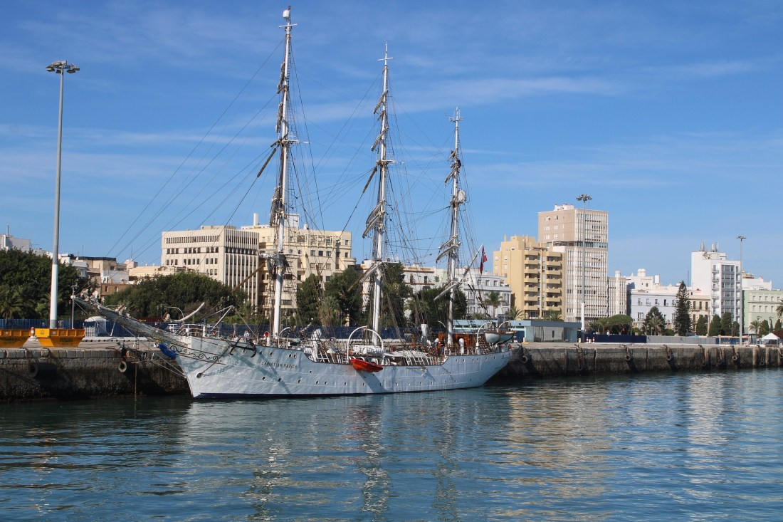sailboat-in-cadiz