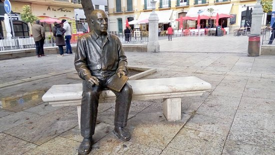 Estatua de Pablo Ruiz Picasso in Malaga