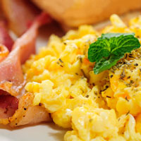 Low-carb-breakfast-scrambled-ovos