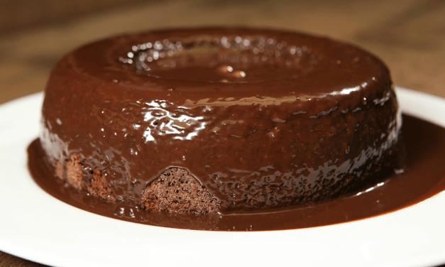 Bolo de Chocolate Low Carb com Cobertura