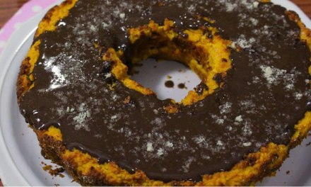 Bolo de Cenoura Low Carb Com Cobertura de Chocolate