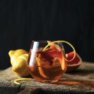 Brun drink i glas