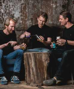Brødre drikker øl