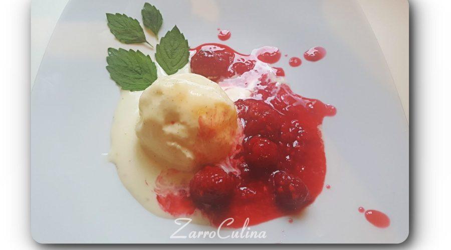 Zuckerfreies Vanilleeis mit heißen Himbeeren - Title