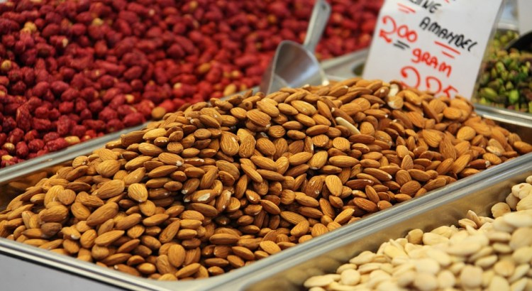 Healthy Fats In Nuts and Their Benefits