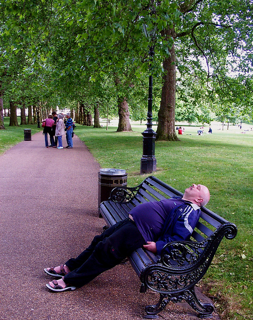 2005-05-28 - United Kingdom - England - London - Green Park - Sleeping Fat Man - Miscellenaeous