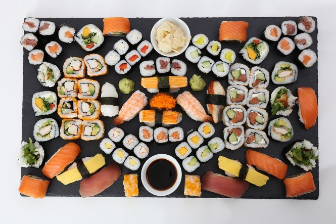 1200px-Sushi_Platte_(25966154454)