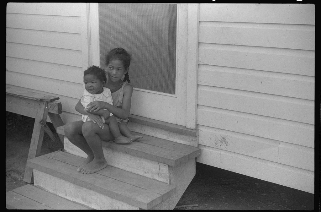 Children-of-the-Oliver-family-tenant-purchase-borrowers-Summerton-South-Carolina-LOC-8a40733v