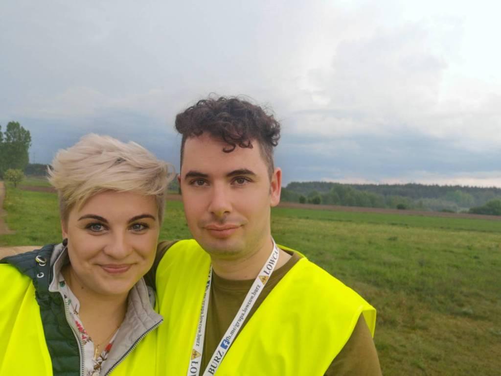 Łowcy burz Paweł i Marta podczas obserwacji burz