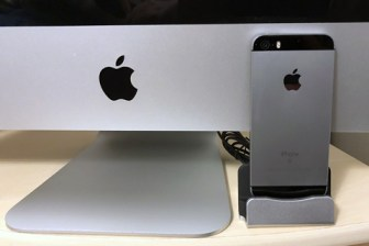 iPhone SE and iMac