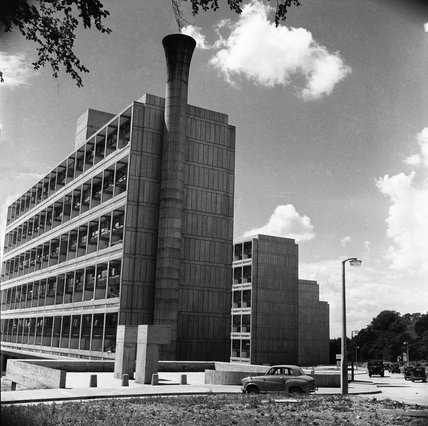 The Alton East Estate in Roehampton 1958 by Henry Grant