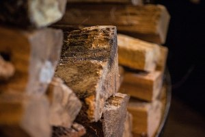 800px-Fire-Tuscarora_Organic_Growers_-_Wood_logs_3_