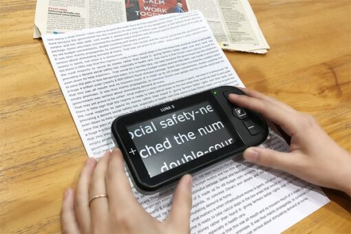 Luna S reading small print