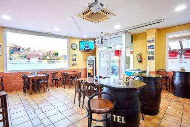 Bar en venta en el Centro Comercial la Nevera en El Casar de Talamanca