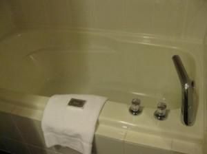 vancouver-westin-grand-bathtub