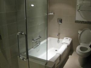 Vancouver Westin Bayshore suite shower-tub