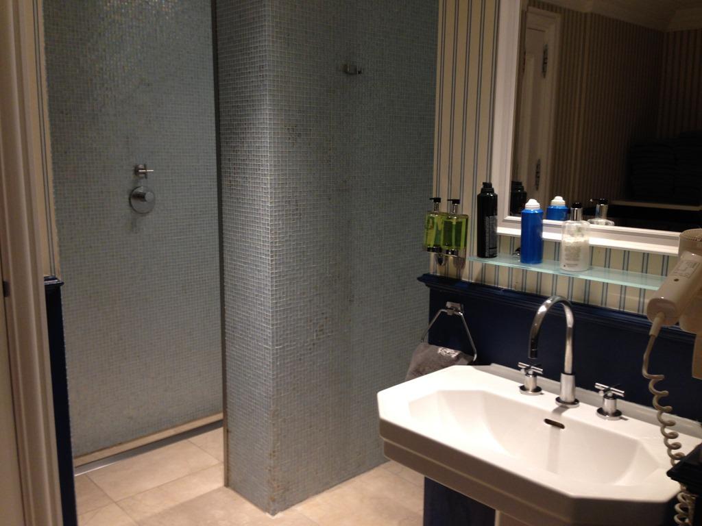 Cool Amstel pool bathroom