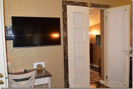 Ramada 4xx suite doors