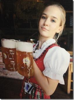 Bierhalle waitress photo