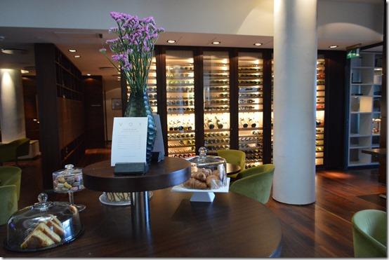 Reykjavik Hilton lobby 3