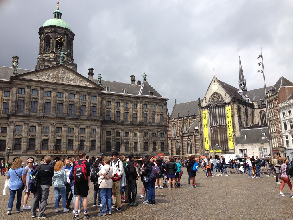 Loyalty traveler lost and found in amsterdam loyalty for Dam in amsterdam