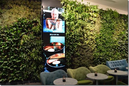AC Bella green wall
