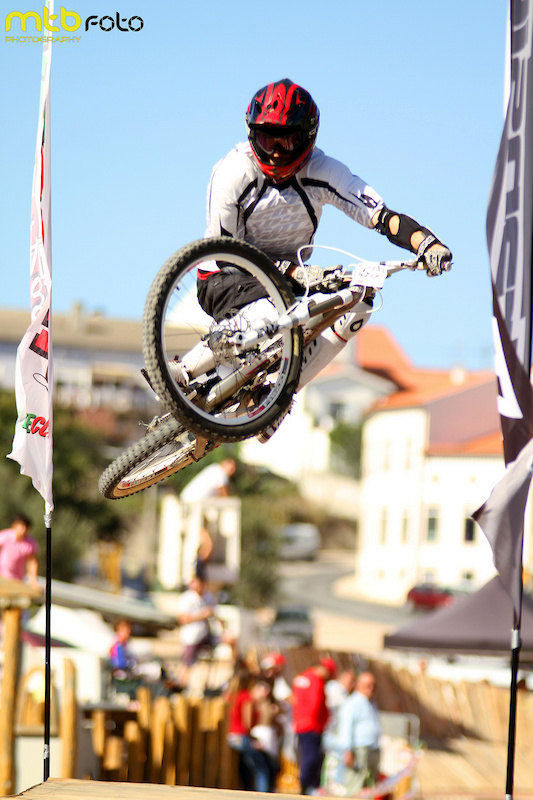 Table Top at final jump / photo by Mtb foto