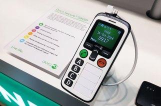 雲端老人機Doro Secure 580IP動手玩:這手寫紙條通訊錄的設計也太實用了吧!