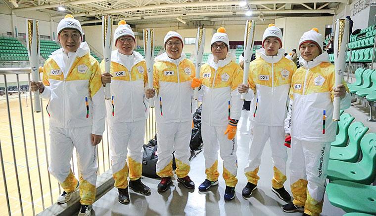 台灣三星推舉李智凱等六人擔任平昌冬奧火炬手,於首爾-16度低溫完成聖火傳遞