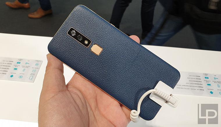 海信E-Ink雙面手機Hisense A6動手玩,還有採用開孔全螢幕的U30